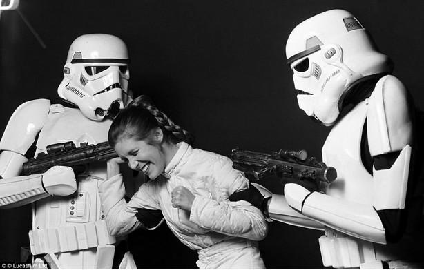 """""""Somente um stormtrooper poderia ser tão engraçado."""""""